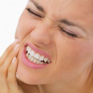 Чем можно полечить зуб в домашних условиях